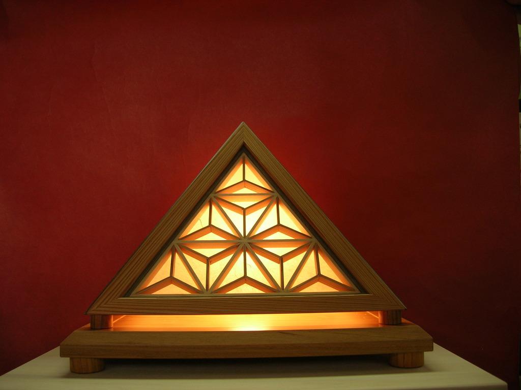 ピラミッド型行灯