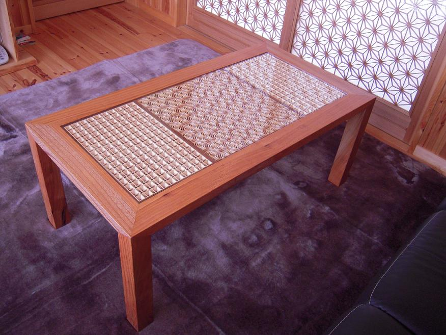 組子細工入りテーブル