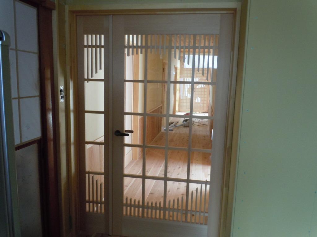 お得意様の故郷秋田県の友人宅の親子両開きドア